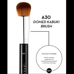 ✨Anastasia Beverly Hills A30 Domed Kabuki Brush✨